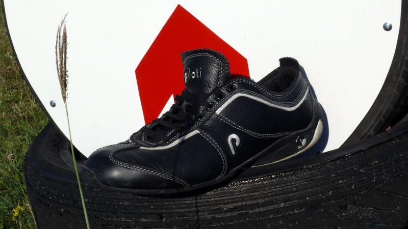 Ezért teljesítménye alapján bárkinek szívből ajánlom a technikás autós  cipőket ecc5e12229