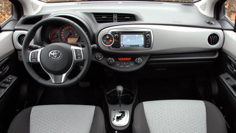 Toyota yaris vvt i cvt teszt fokozatmentes okosod s for Interieur yaris 1