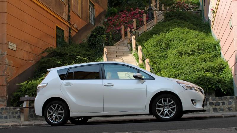 Toyota Verso 1.8 CVT (2013) teszt - Minden csak nézőpont kérdése 443dc9dfea