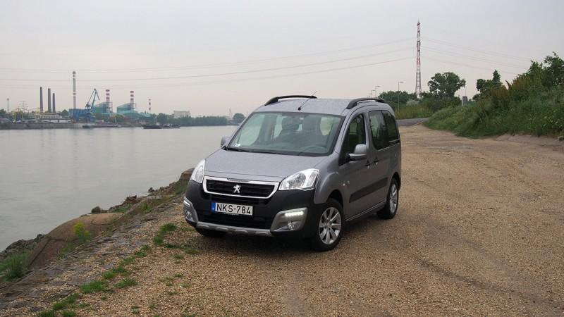 Peugeot Partner Tepee BlueHdi 120 (2016) teszt - Három gyerekkel etalon 0ba2758a06